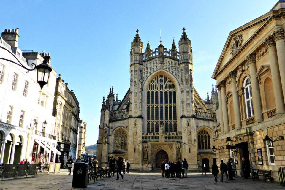 Bath-Abbey-and-Courtyard