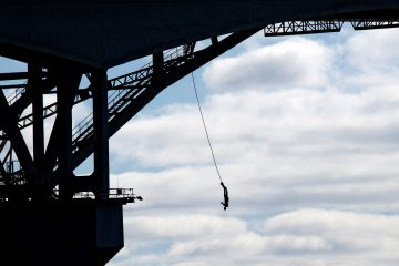 bungee jumping off the auckland bridge